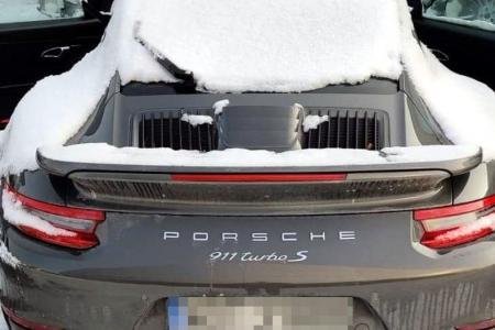 w Warszawie odzyskali luksusowe auta z przywłaszczenia