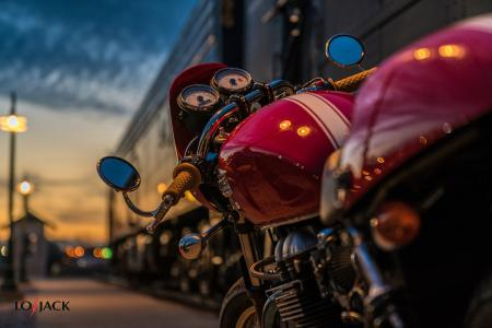 Motocykl na parkingu