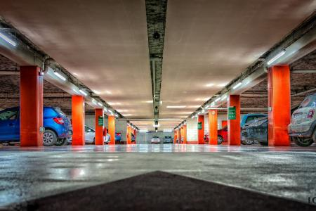 Parking podziemny w galerii handlowej