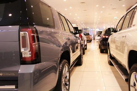 ruszają pierwsze wyprzedaże samochodów z rocznika 2020