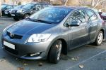 Toyota na parkingu