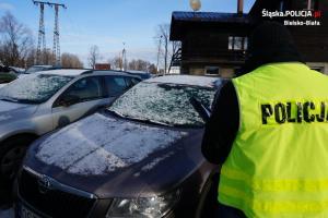 Odzyskane samochody i policjant