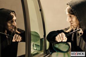 włamanie do samochodu