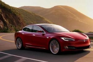 Tesla na drodze